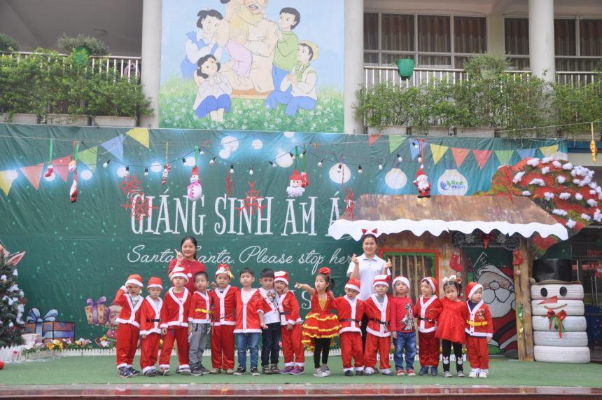 Cùng đón Giáng sinh Ấm áp 2018 với các bạn nhỏ R.E.D.moon